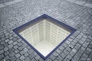बर्लिन येथील पुस्तकांच्या होळीचे स्मारक. Credit: Wikipedia