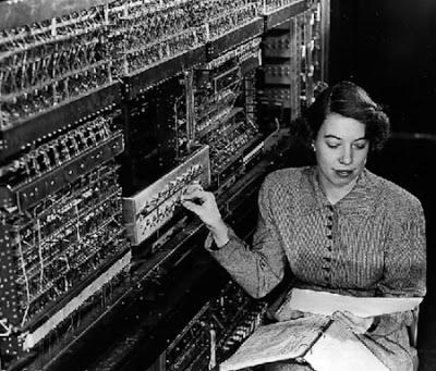 इलेक्ट्रॉनिक्सच्या युगात संगणक
