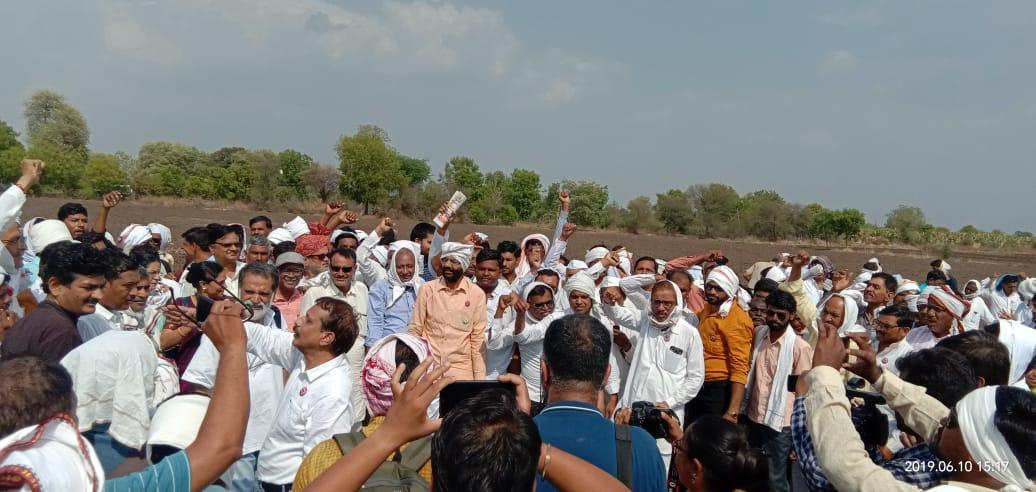 बीटी कापसासाठी बंदी झुगारुन अकोल्यात शेतकऱ्यांचे आंदोलन