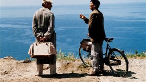 'द पोस्टमन' चित्रपटातील एक दृश्य.