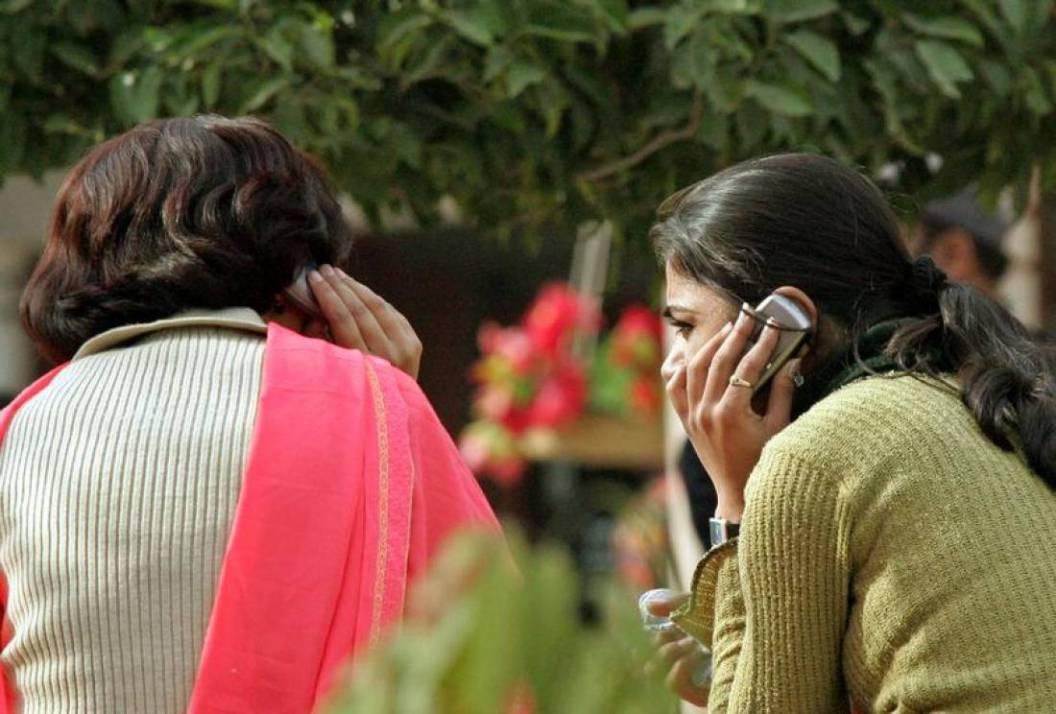 गुजरातमध्ये ठाकूर समाजाची मुलींना मोबाईल व आंतरजातीय विवाहास बंदी