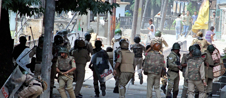 सैन्य वाढवल्याने काश्मीरमध्ये भयाचे वातावरण