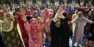 ६.१२ ऑगस्टला ईद होती. त्यानिमित्ताने ईदच्या प्रार्थनेत सामील झालेल्या महिला.