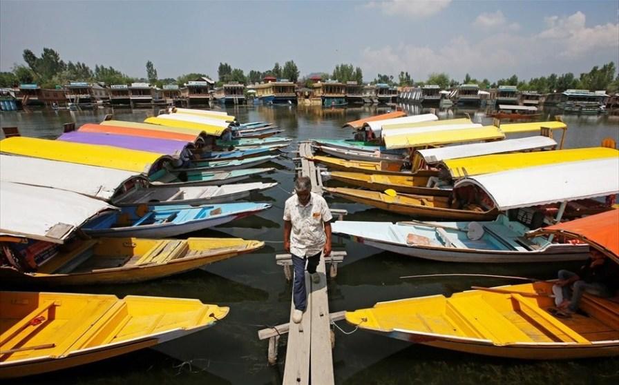 काश्मीरातील पर्यटन व्यवसाय ठप्प
