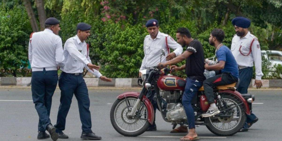 लोकांच्या संतापामुळे नव्या मोटार वाहन नियमांना स्थगिती