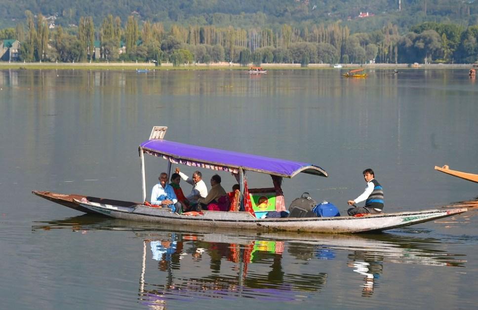 काश्मीरमधील पर्यटन मृत्यूशय्येवर?