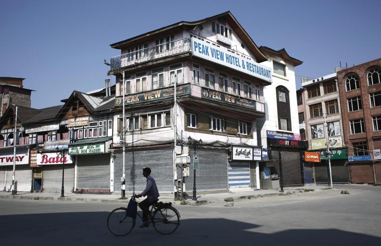 काश्मीर : तीन महिन्यात १० हजार कोटींचे नुकसान