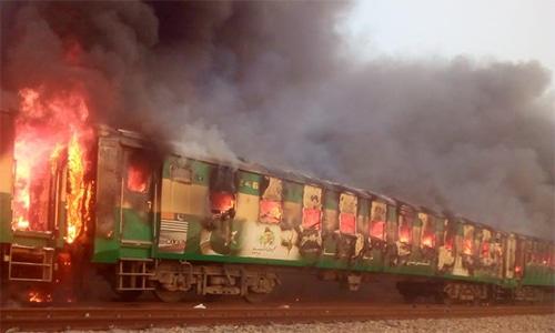 कराची-रावळपिंडी ट्रेनला आग; ७३ प्रवासी ठार