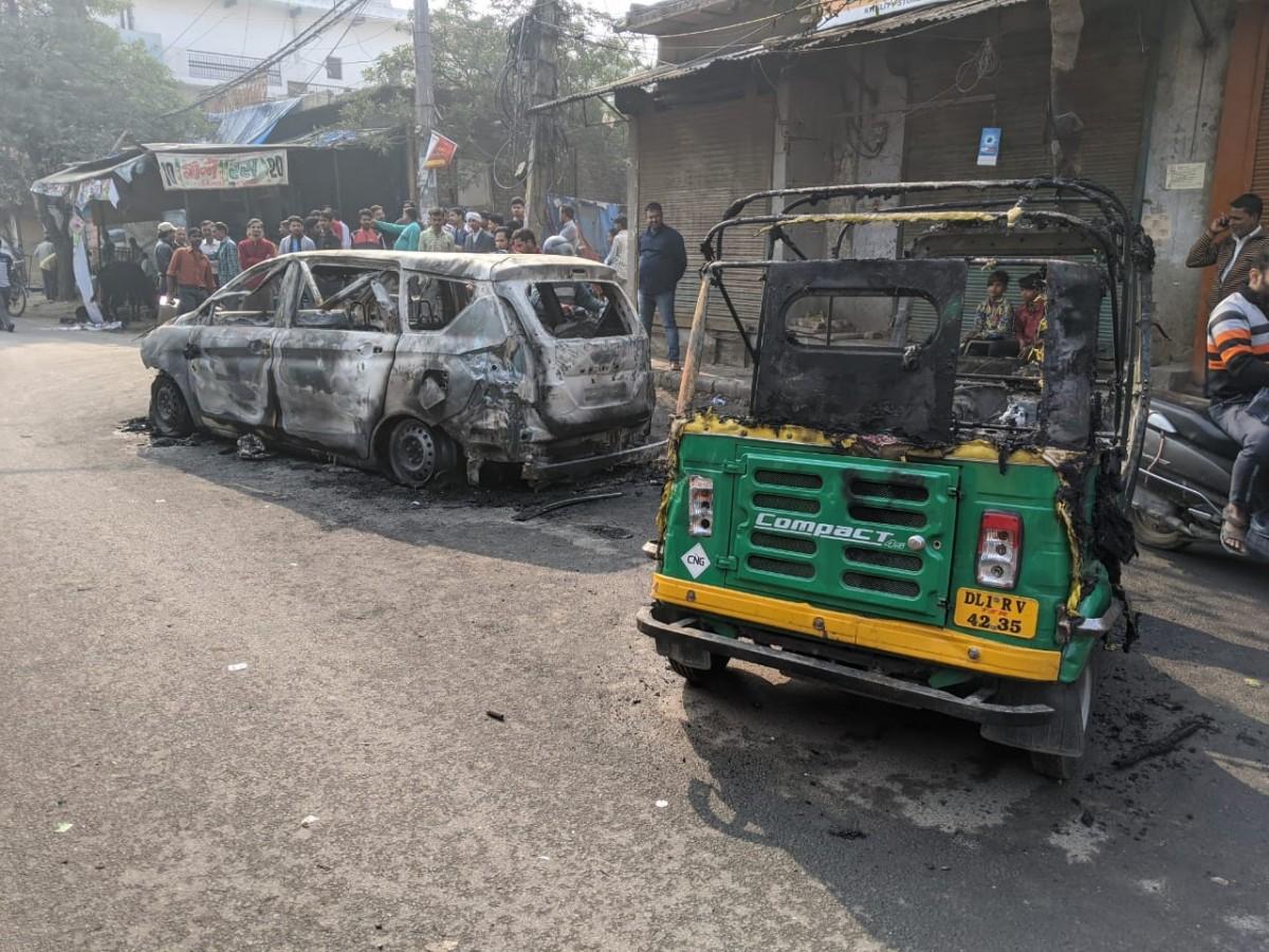 विद्वेषाच्या आगीत दिल्लीची संवेदना खाक