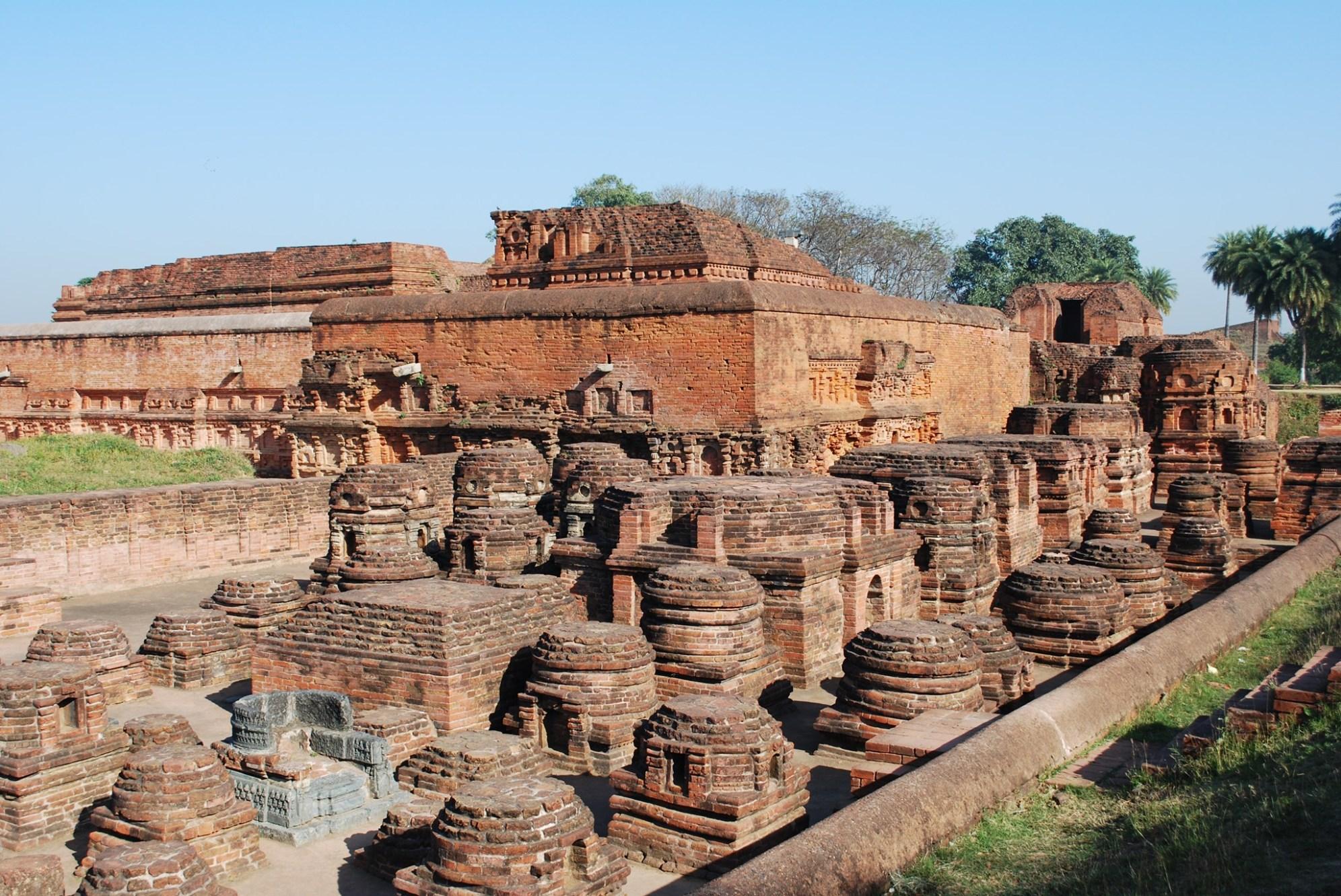देशातील प्राचीन २४ संरक्षित स्मारके, वास्तू गायब
