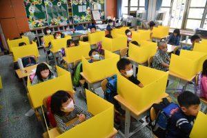 तैपेई: शाळांमध्ये विद्यार्थ्यांसाठी विशेष सोशल- डिस्टंसिंग ची व्यवस्था