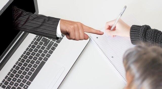 कोरोना आणि ऑनलाईन अध्यापनाची विवेकशून्यता