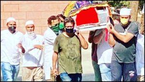 तिग्मांशू आणि इरफान यांची मैत्री अखेरपर्यंत होती. शेवटी इरफान खान यांच्या अंत्यसंस्काराला तिग्मांशू उपस्थित होते.