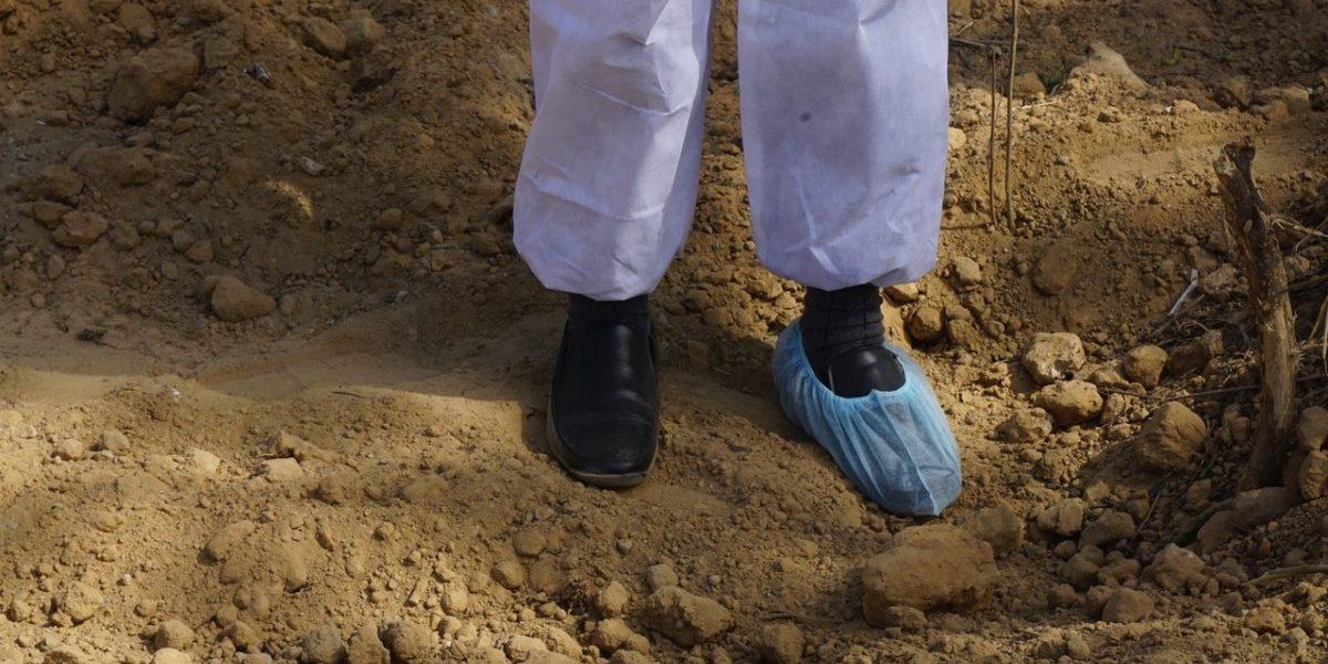 बेल्लारीत कोरोनाबाधितांचे मृतदेह खड्ड्यात फेकले
