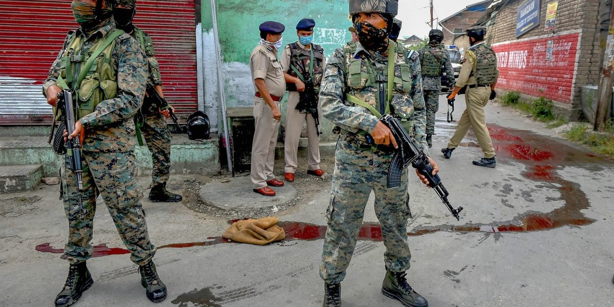 काश्मीरमध्ये 'जैश'च्या हल्ल्यात २ पोलिस शहीद