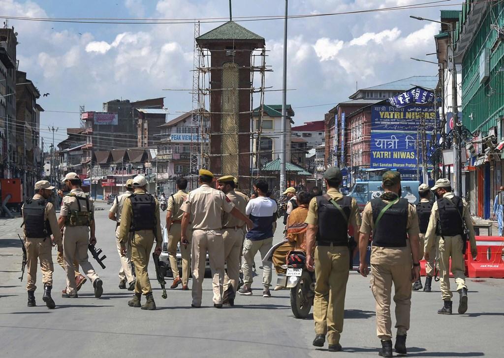 काश्मीरः पोलिस, प्रशासकीय सेवा उपराज्यपालांकडे