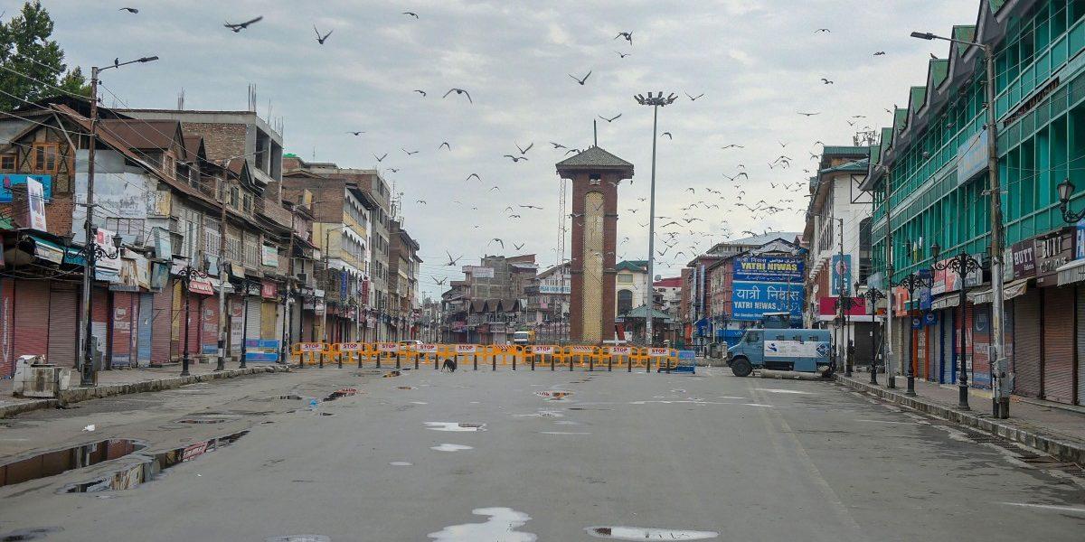 काश्मीरमध्ये कडक बंदोबस्त; संचारबंदी लागू