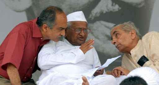 'इंडिया अगेन्स्ट करप्शन', अण्णा आणि संघ