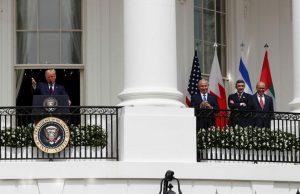अमेरिकेचे अध्यक्ष डोनाल्ड ट्रंप, इस्रायलचे पंतप्रधान बेंजामिन नेतन्याहू, अमिरातीचे परराष्ट्रमंत्री शेख अब्दुल्ला बिन झायेद अल नाह्यान व बहारिनचे परराष्ट्रमंत्री अब्दुल्लतिफ अल झायानी.