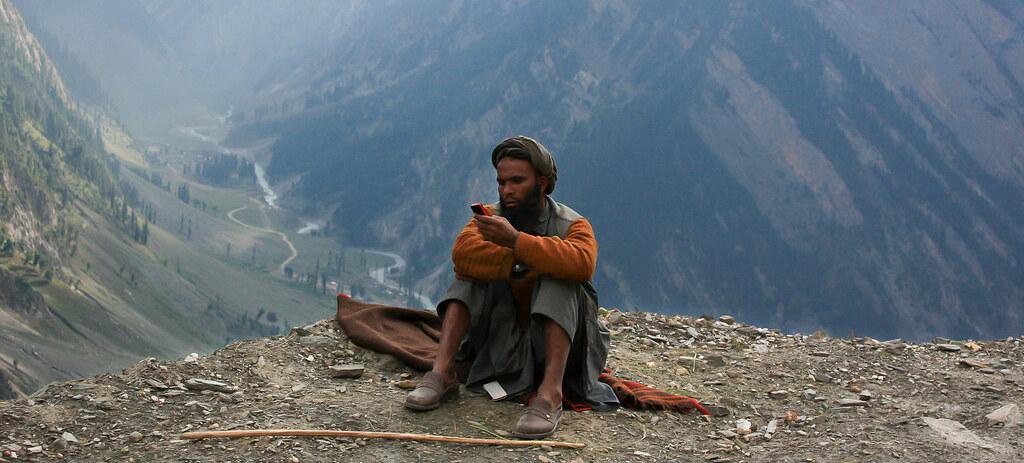 निवडणुकांमुळे काश्मीरातील २० पैकी १८ जिल्ह्यांत टुजी इंटरनेट