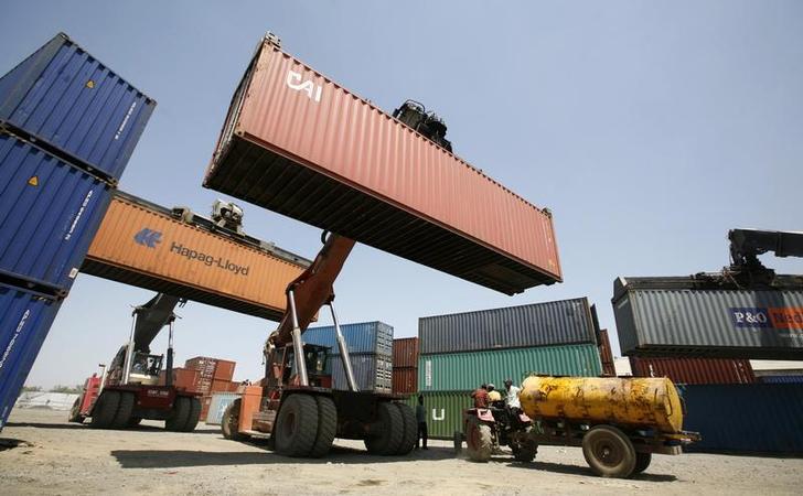 निर्यातीत ५.४ टक्के घसरण