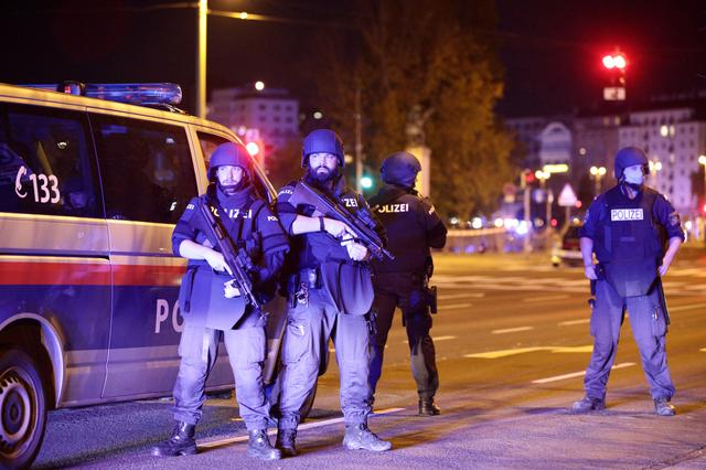 ऑस्ट्रियात दहशतवादी हल्लाः हल्लेखोरासह ५ ठार