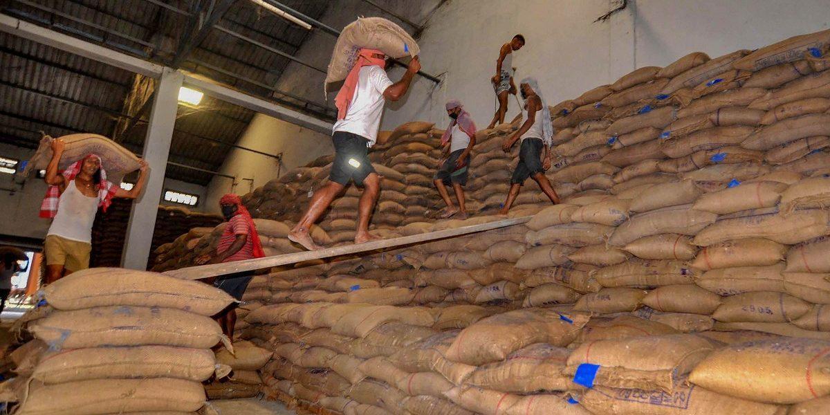 भारतीय श्रमिकाचे वास्तवः कमी वेतन अधिक वेळ काम