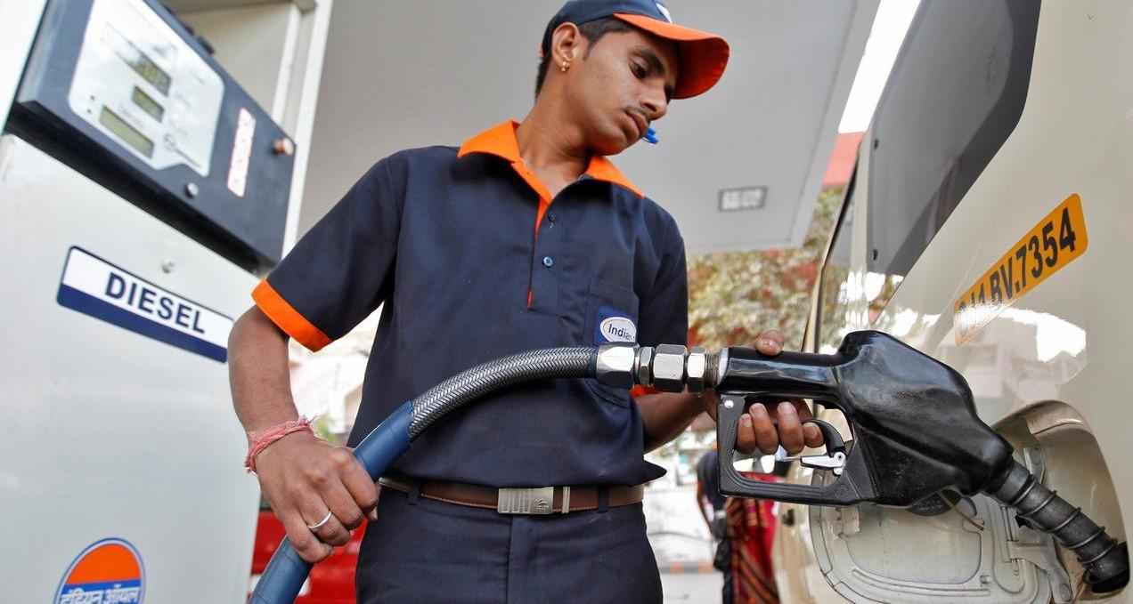 देशातील काही भागांत पेट्रोल दराचे शतक