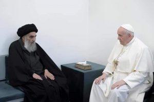 पोप फ्रान्सिस यांनी इराकमधील सर्वात शक्तीशाली समजले जाणारे शिया धर्मगुरू अयातोल्ला अली अल-शिस्तानी यांची त्यांच्या घरी जाऊन भेट घेतली.