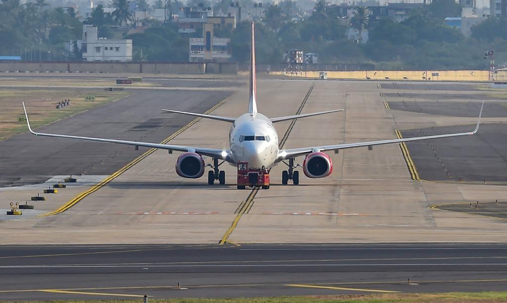 चाचणी टाळून ३०० प्रवासी विमानतळावरून पळाले