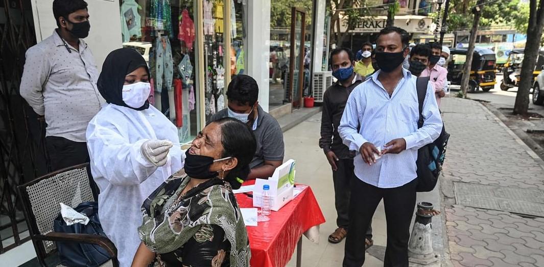 मुंबई कोविड मॉडेलः अशक्य ते शक्य करता सायास…