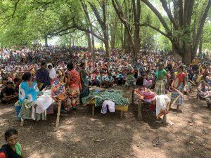 १७ मेच्या गोळीबारात मारले गेलेले कवासी वाघा, कोरसा भीमा व उईका पांडू यांची अंत्ययात्रा / राजा राठोर
