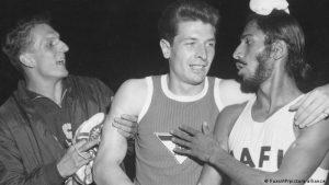 जर्मनीचा धावपटू कार्ल कौफमॅन यांच्याबरोबर १९६०.