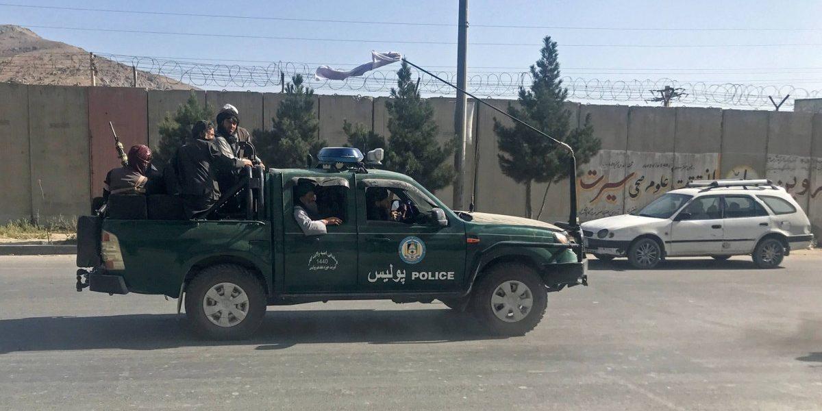 बायडन यांच्या निर्णयामुळे अफगाणिस्तान देशोधडीला