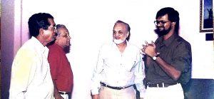 'अधांतर'च्या शतक महोत्सवी प्रयोगाला कवी नारायण सुर्वे, ज्येष्ठ पत्रकार कुमार केतकर, नाटककार विजय तेंडुलकर यांच्या सोबत.
