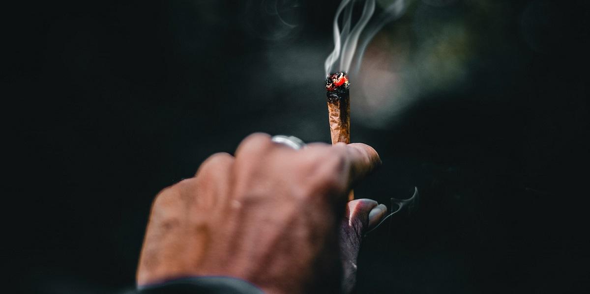 'ड्रग्ज बाळगणाऱ्यांचे, व्यसनींचे पुनर्वसन हवे, जेल नको'