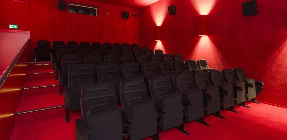 २२ ऑक्टो.ला ५० टक्के प्रेक्षक मर्यादेत चित्रपटगृहे सुरू
